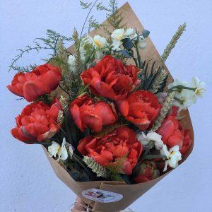 Ramo tulipanes dobles de color rojo