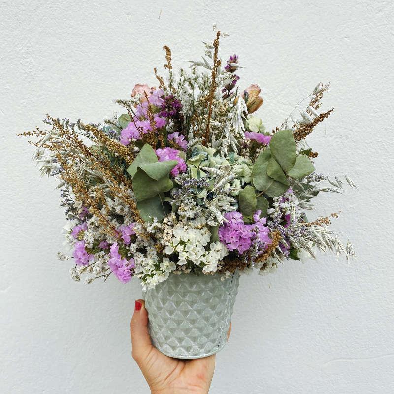 Macetita con flores secas