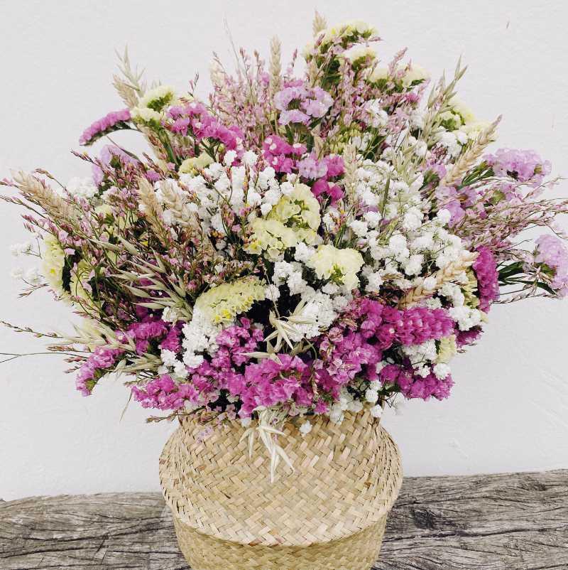 Ramo alegre de flores para secar